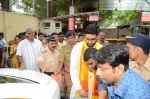 Abhishek Bachchan visits Siddhivinayak Temple, Mumbai on July 20, 2016 (9)_578fb394494a3.JPG