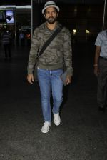 Farhan Akhtar snapped at airport on 19th July 2016 (10)_578f146caffdb.JPG