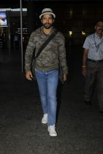 Farhan Akhtar snapped at airport on 19th July 2016 (12)_578f146faf3d0.JPG