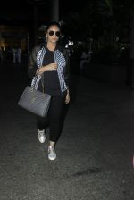 Huma Qureshi snapped at airport on 19th July 2016 (8)_578f147a5c63a.JPG