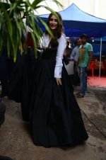 Kareena Kapoor Khan is snapped at shooting for an advertisement in Mumbai on July 20, 2016 (2)_578fa3d71af67.jpg