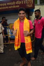 Puneri Paltan visits Siddhivinayak Temple, Mumbai on July 20, 2016 (11)_578fb279dd5bd.JPG