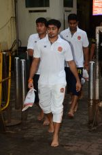 Puneri Paltan visits Siddhivinayak Temple, Mumbai on July 20, 2016 (16)_578fb2957fc13.JPG