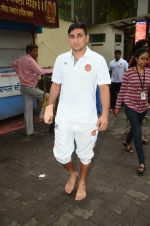 Puneri Paltan visits Siddhivinayak Temple, Mumbai on July 20, 2016 (17)_578fb29a83822.JPG
