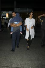 Shilpa Shetty, Raj Kundra snapped at airport on 19th July 2016 (14)_578f14b702870.JPG
