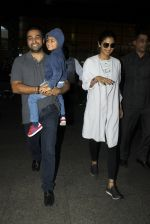 Shilpa Shetty, Raj Kundra snapped at airport on 19th July 2016 (17)_578f14b7c5ffa.JPG