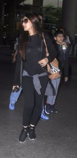 Sonali Bendre with Goldie and Ranveer Behl snapped at airport on July 20, 2016 (5)_578fae3c1d689.JPG
