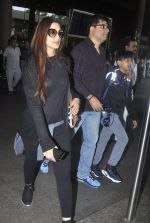 Sonali Bendre with Goldie and Ranveer Behl snapped at airport on July 20, 2016 (6)_578fae3d13e66.JPG