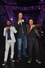 Tiger Shroff, Nathan Jones, Remo D Souza at A Flying Jatt film promotions on the sets of Dance Plus Season 2 on 19th July 2016