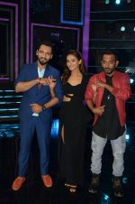 at A Flying Jatt film promotions on the sets of Dance Plus Season 2 on 19th July 2016 (124)_578f17c94468d.JPG