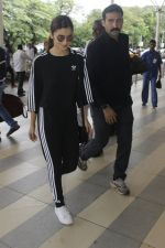 Alia Bhatt snapped at Airport on 21 July 2016 (2)_5790ec4797af5.JPG