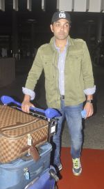 Bobby Deol snapped at airport on 20th July 2016 (11)_579043e64dc22.JPG