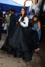 Kareena Kapoor Khan is snapped at shooting for an advertisement in Mumbai on July 20, 2016 (10)_579051014893e.JPG