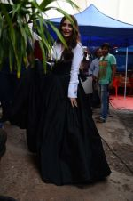 Kareena Kapoor Khan is snapped at shooting for an advertisement in Mumbai on July 20, 2016 (23)_5790510a66a41.JPG