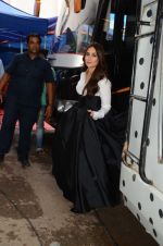 Kareena Kapoor Khan is snapped at shooting for an advertisement in Mumbai on July 20, 2016 (4)_579050fc99d9e.JPG