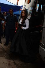 Kareena Kapoor Khan is snapped at shooting for an advertisement in Mumbai on July 20, 2016 (6)_579050fe49a53.JPG