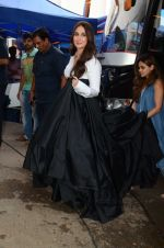 Kareena Kapoor Khan is snapped at shooting for an advertisement in Mumbai on July 20, 2016 (9)_579051007dd3e.JPG