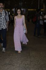 Alia Bhatt snapped at airport on 21st July 2016 (16)_5791d445a4507.JPG