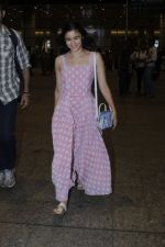 Alia Bhatt snapped at airport on 21st July 2016 (20)_5791d44847990.JPG