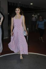Alia Bhatt snapped at airport on 21st July 2016 (22)_5791d4499c79c.JPG