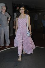 Alia Bhatt snapped at airport on 21st July 2016 (23)_5791d44a5706b.JPG