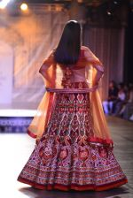 Divya Khosla Walks For Reynu Taandon at the FDCI India Couture Week 2016 (14)_57922c0d17c31.JPG