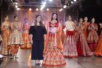 Divya Khosla Walks For Reynu Taandon at the FDCI India Couture Week 2016 (17)_57922c0f4cd14.JPG