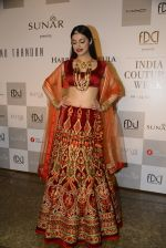 Divya Khosla Walks For Reynu Taandon at the FDCI India Couture Week 2016 (31)_57922c1a784d8.JPG