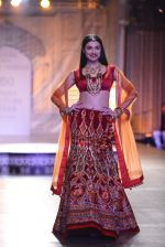 Divya Khosla Walks For Reynu Taandon at the FDCI India Couture Week 2016 (7)_57922c097b23f.JPG