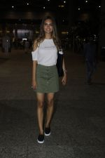 Esha Gupta snapped at airport on 21st July 2016 (20)_5791d452e9179.JPG