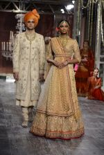Model walk the ramp for Tarun Tahiliani show at the FDCI India Couture Week 2016 on 21st July 2016 (168)_5791a7ebe077d.JPG