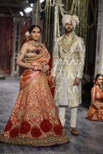 Model walk the ramp for Tarun Tahiliani show at the FDCI India Couture Week 2016 on 21st July 2016 (169)_5791a7ef38c06.JPG