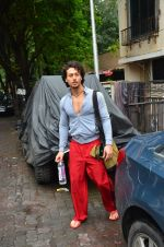 Tiger Shroff snapped outside his gym on 21st July 2016 (2)_5791de4f23b00.JPG