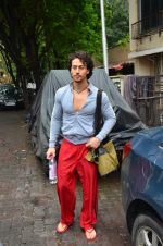 Tiger Shroff snapped outside his gym on 21st July 2016 (5)_5791de51d3175.JPG