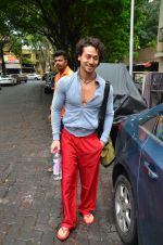 Tiger Shroff snapped outside his gym on 21st July 2016 (7)_5791de53b9194.JPG