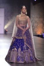 Yami Gautam walks the ramp for Rimple and Harpreet Narula at the FDCI India Couture Week 2016 on 22 July 2016 (29)_57922f243ee44.JPG