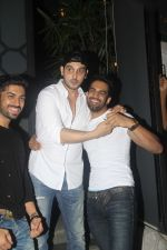 Zayed Khan, Upen Patel snapped at Nido on 21st July 2016 (21)_5791d6df981ec.JPG