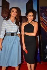 Amruta Khanvilkar, Surveen Chawla at the Screening of 24 Season 2 on 22nd July 2016 (53)_5793881eae3ed.JPG