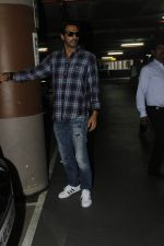 Arjun Rampal snapped at airport on 22nd July 2016 (14)_579387d143c52.JPG