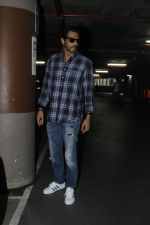 Arjun Rampal snapped at airport on 22nd July 2016 (8)_579387d1c31df.JPG