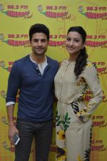 Gauhar Khan and Rajeev Khandelwal at Radio Mirchi studio on 22nd July 2016