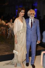 Sonam Kapoor during Anamika Khanna showcase When Time Stood Still at the FDCI India Couture Week 2016 on 22 July 2016 (1)_57932329c46fd.JPG