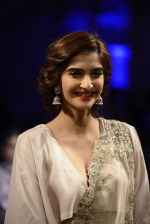 Sonam Kapoor during Anamika Khanna showcase When Time Stood Still at the FDCI India Couture Week 2016 on 22 July 2016 (14)_57932391ad29d.JPG