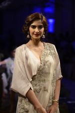 Sonam Kapoor during Anamika Khanna showcase When Time Stood Still at the FDCI India Couture Week 2016 on 22 July 2016 (16)_579323938a731.JPG
