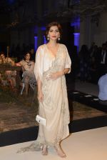 Sonam Kapoor during Anamika Khanna showcase When Time Stood Still at the FDCI India Couture Week 2016 on 22 July 2016 (2)_579323906cdad.JPG