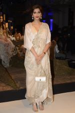 Sonam Kapoor during Anamika Khanna showcase When Time Stood Still at the FDCI India Couture Week 2016 on 22 July 2016 (25)_5793233d3bee3.JPG