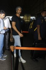 Sushant Singh Rajput snapped at airport on 22nd July 2016 (10)_579387eec5982.JPG