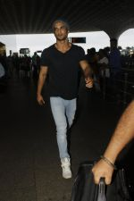 Sushant Singh Rajput snapped at airport on 22nd July 2016 (6)_579387eaefb4b.JPG