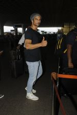 Sushant Singh Rajput snapped at airport on 22nd July 2016 (9)_579387ed91700.JPG