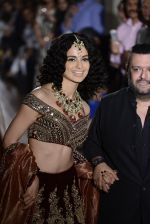 Kangana Ranaut walks for Manav Gangwani latest collection Begum-e-Jannat at the FDCI India Couture Week 2016 on 24 July 2016 (33)_57961fc8b7a31.JPG